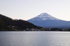 Kawaguchiko See und schönes Fuji lizenzfreies stockbild