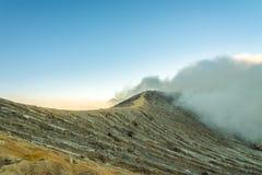 Kawah伊真火山火山口, JAVA印度尼西亚 图库摄影