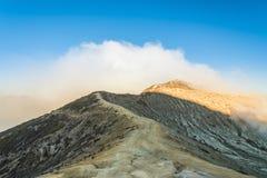 Kawah伊真火山火山口vocalno,印度尼西亚 库存照片