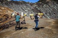 Kawah伊真火山,印度尼西亚-行军21 2013年 库存图片