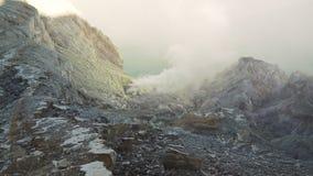 Kawah Ijen, ηφαιστειακός κρατήρας, όπου το θείο εξάγεται Στοκ εικόνες με δικαίωμα ελεύθερης χρήσης