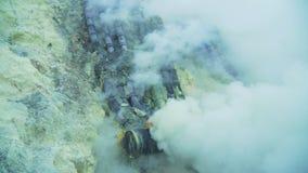 Kawah Ijen, ηφαιστειακός κρατήρας, όπου το θείο εξάγεται Στοκ φωτογραφία με δικαίωμα ελεύθερης χρήσης