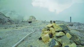 Kawah Ijen, ηφαιστειακός κρατήρας, όπου το θείο εξάγεται φιλμ μικρού μήκους