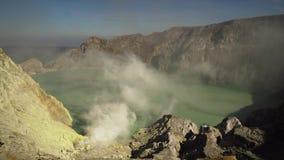 Kawah Ijen, ηφαιστειακός κρατήρας, όπου το θείο εξάγεται απόθεμα βίντεο