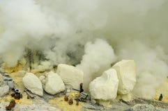 Kawah Ijen -用硫处理vulcano,印度尼西亚,东部Jawa 免版税库存照片