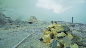 Kawah Ijen, cratere vulcanico, dove lo zolfo è estratto fotografie stock