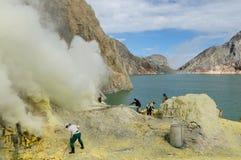 Kawah Ijen - sulfure el vulcano, Indonesia, Jawa del este fotos de archivo libres de regalías