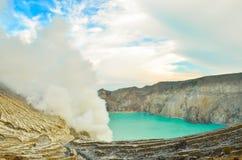 Kawah Ijen vulkan Arkivfoto