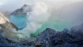 Kawah Ijen wulkan i jezioro obrazy royalty free