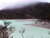 Kawah Putih sjö fotografering för bildbyråer