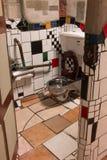Kawakawa Nya Zeeland Hundertwasser för offentlig toalett Arkivfoto