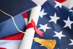 Kawalera dyplom na flaga amerykańskiej i kapelusz fotografia stock