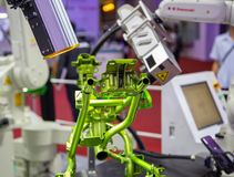 Kawasaki-de visie van het robotwapen inspecteert assemblagedeel royalty-vrije stock fotografie