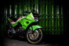 Kawasaki verde KR150SE ultra mette in mostra in pieno modificato immagini stock