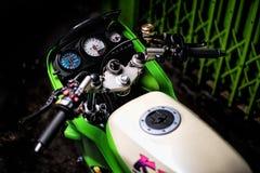 Kawasaki verde KR150SE ultra mette in mostra in pieno modificato fotografia stock libera da diritti