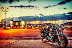 Kawasaki Vn 800 in Alghero-haven bij zonsondergang stock afbeelding