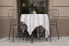 Kawiarni krzesło i stół Zdjęcia Royalty Free
