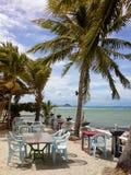 Kawiarnia na plaży z drzewkami palmowymi Obrazy Royalty Free