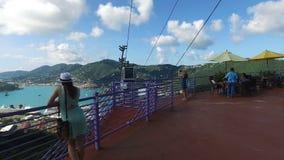 Kawiarnia na wierzchołku wagon kolei linowej i wzgórze; Święty Thomas, U S wyspy dziewicze zbiory wideo