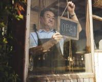 Kawiarnia Otwartego sklepu handlu detalicznego powitania zawiadomienia handlu detalicznego przód Zdjęcia Royalty Free