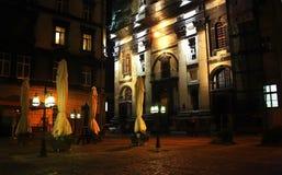 Kawiarnia przy nocą Lviv miasto Zdjęcie Royalty Free
