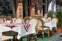 Kawiarnia taras w małym Europejskim mieście Budapest, Węgry Zdjęcia Stock