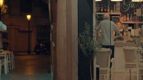 Kawiarnia w wśrodku nocy miasta i na zewnątrz spain Valencia zbiory wideo