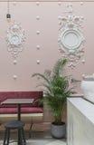 Kawiarnia z sztukateryjnym formierstwem Zdjęcie Royalty Free