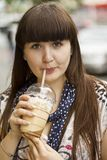 kawowa dziewczyna zdjęcia royalty free