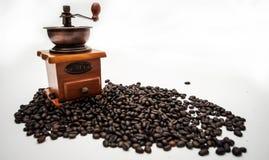 Kawowa fasola i kawowy ostrzarz Zdjęcie Royalty Free
