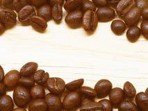 Kawowa fasola na stole Zdjęcie Royalty Free