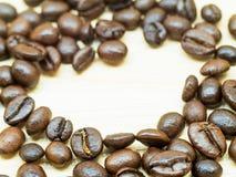 Kawowa fasola na stole Zdjęcie Stock