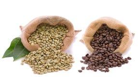 Kawowa fasola przed i po piec Obraz Stock