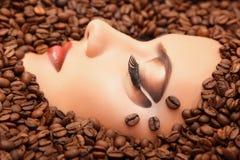 Kawowa kobiety piękna twarz zdjęcia royalty free