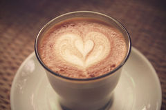 Kawowa latte sztuka na Tablecloth teksturze fotografia royalty free