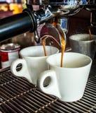 Kawowa maszyna robi dwa kawie Zdjęcia Royalty Free