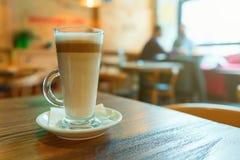 Kawowa mokka na stole przy barem Zdjęcia Stock