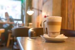 Kawowa mokka na stole przy barem Obraz Royalty Free