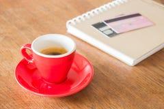 Kawowa przerwa na biznesowym praca stole Obraz Royalty Free