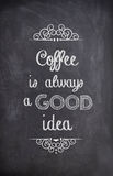 Kawowa wycena pisać z kredą na czarnej desce Fotografia Royalty Free