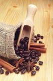 Kawowe fasole, cynamon i anyż, zdjęcie stock