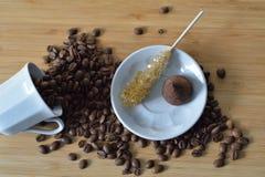 Kawowe fasole, czekoladowa trufla i cukier, Zdjęcie Royalty Free