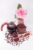 Kawowe fasole dla kapinos kawowych i Kawowych fasoli w drewnianej łyżce Zdjęcia Royalty Free