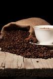Kawowe fasole, filiżanka kawy i wysuszona wanilia, Obrazy Stock