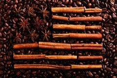 Kawowe fasole, gwiazdowy anyż i cynamon w formie flagi amerykańskiej, Fragrant pikantność dla kawowego napoju, w górę, pojęcie fotografia stock