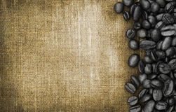 Kawowe fasole i workowy tło Fotografia Royalty Free