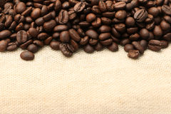 Kawowe fasole na Burlap 3 obraz stock