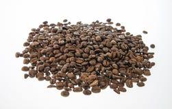 Kawowe fasole odizolowywać Zdjęcia Royalty Free