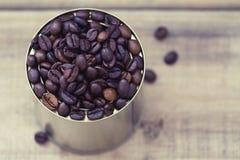 Kawowe fasole w blaszanej puszce zdjęcie stock