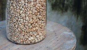 Kawowe fasole w słojach Fotografia Stock